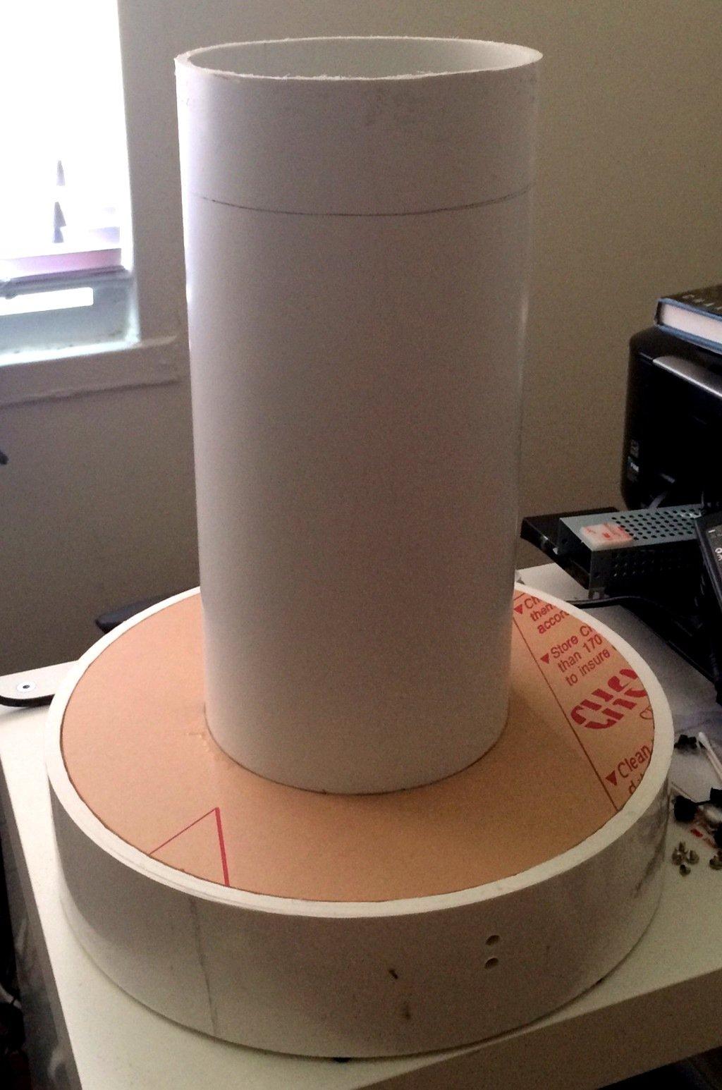Das Gehäuse von Guaraccis Rechnerist 40 Zentimeter hoch und stammtaus dem Baumarkt.
