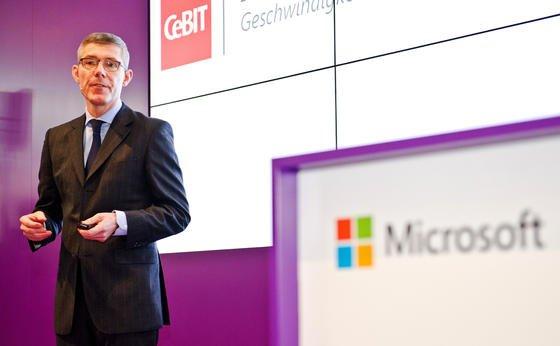 Christian Illek auf der Computermesse CeBIT 2014 im März in Hannover. Im Interview mit den VDI nachrichten kritisiert der Chef von Microsoft Deutschland den deutschen Maschinenbau. Ohne die Einführung der Big-Data-Analysen hätte die Branche einiges zu verlieren.
