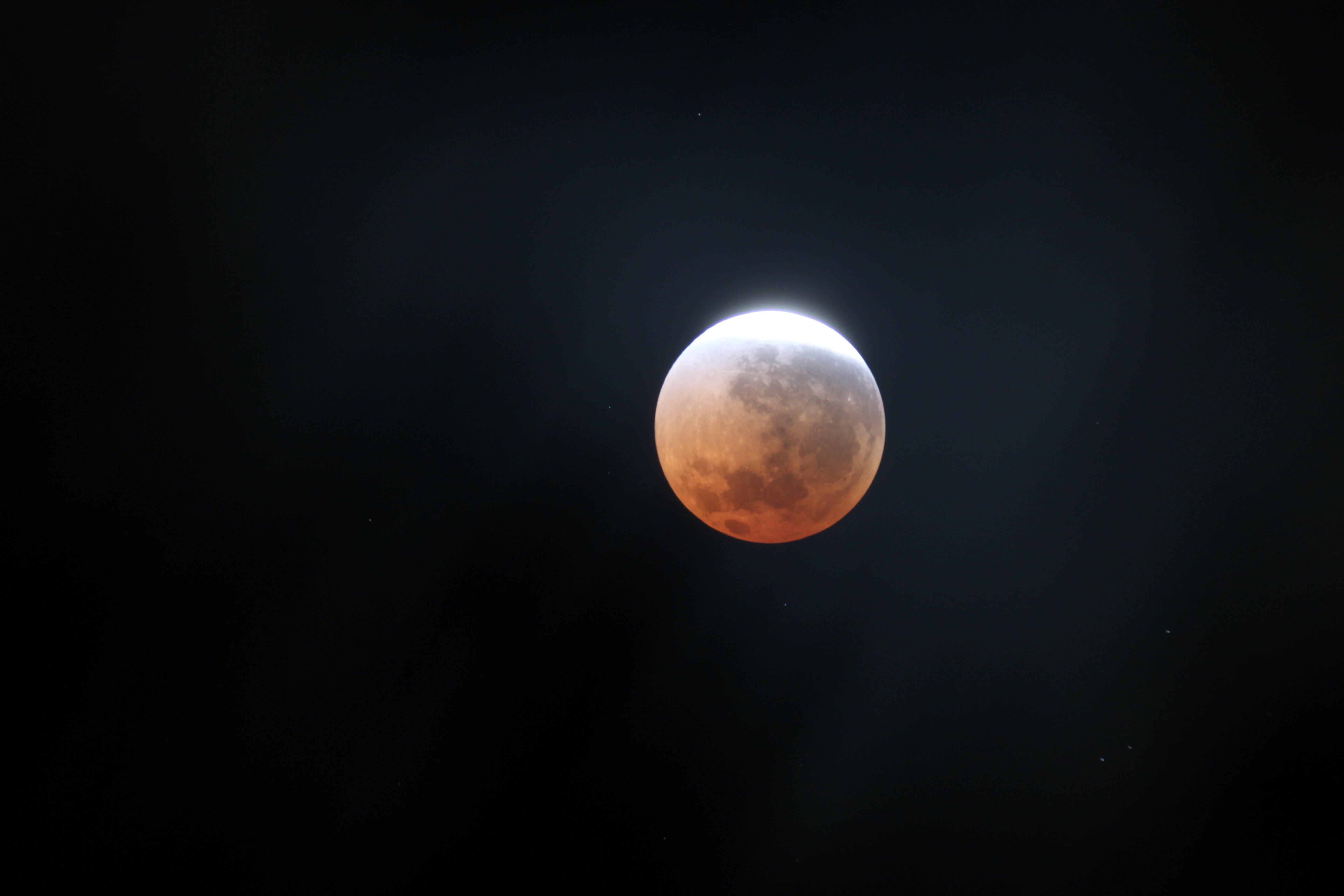 Forscher haben nun weitere Hinweise dafür, dass der Mond aus Gestein von der Erde und des Asteroiden Theia besteht.