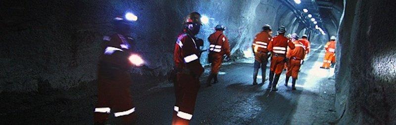 Arbeiter gehen durch eine Mine von Codelco. Der Bergbaukonzern plant, in Nordchile eine neue Mine anzulegen, um arsenbelastetes Kupfer abzubauen.