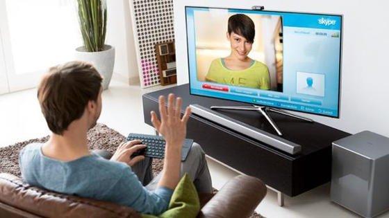 Smart-TVs aller Hersteller, die das HbbTV-Verfahren unterstützen, können von Hackern von außen angegriffen werden. Sind die Geräte mit dem WLAN-Netz des Haushaltes verbunden, können auch die im WLAN eingebundenen Computer gekapert werden.