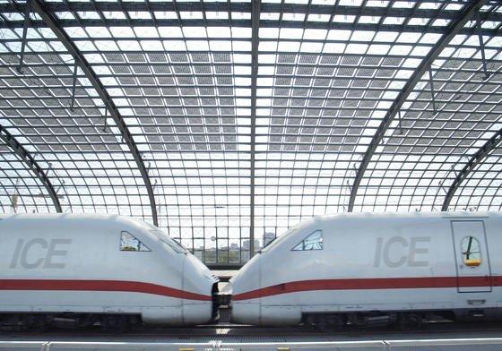 Halbtransparente Solaranlage im Berliner Hauptbahnhof: Solarmodule, die in Deutschland gefertigt werden, haben eine deutlich bessere Energiebilanz als Module aus China.