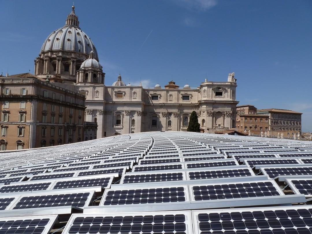 Solaranlage des Bonner Unternehmens Solarworld auf den Dächern des Vatikan:Der ökologische Fußabdruck von in China gefertigten Solaranlagen ist doppelt so groß wie von in Europa hergestellten Solarpanels.
