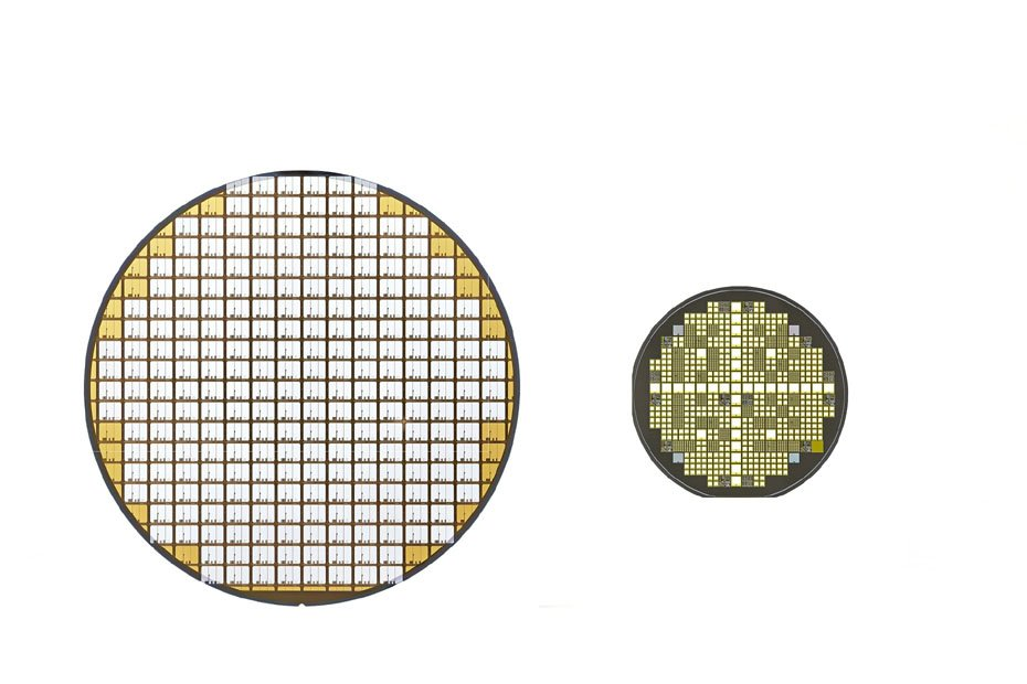 Links die Silizium-Halbleiter, rechts die aus Siliziumkarbid.