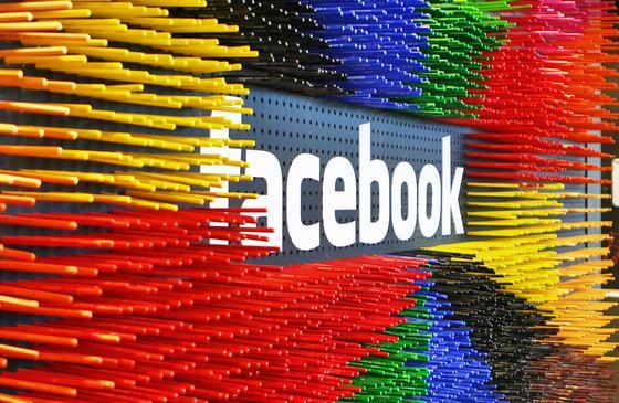 """Aus Versehen hatte Facebook seine neue Chat-App """"Slingshot"""" im Apple-Store veröffentlicht."""