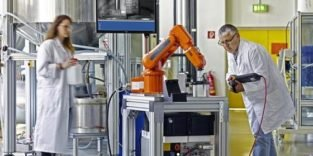 Haftgreifer bewegt empfindliche Bauteile auch im Vakuum