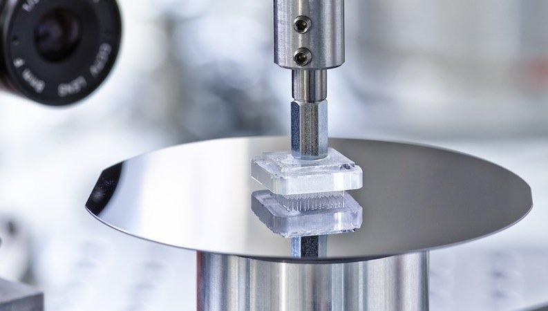 Bislang kann Gecobot 2.0 ein Gewicht von 100 Gramm pro Quadratzentimeter anheben. Bei Tests hielt das System 20.000 Durchläufen stand.