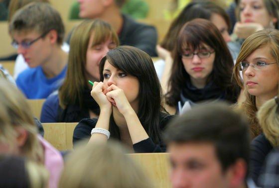 Der Bachelor wurde eigentlich als vollwertiger und berufsqualifizierender Abschluss konzipiert. Doch die meisten Absolventen fühlen sich für den Arbeitsmarkt nur unzureichend vorbereitet.