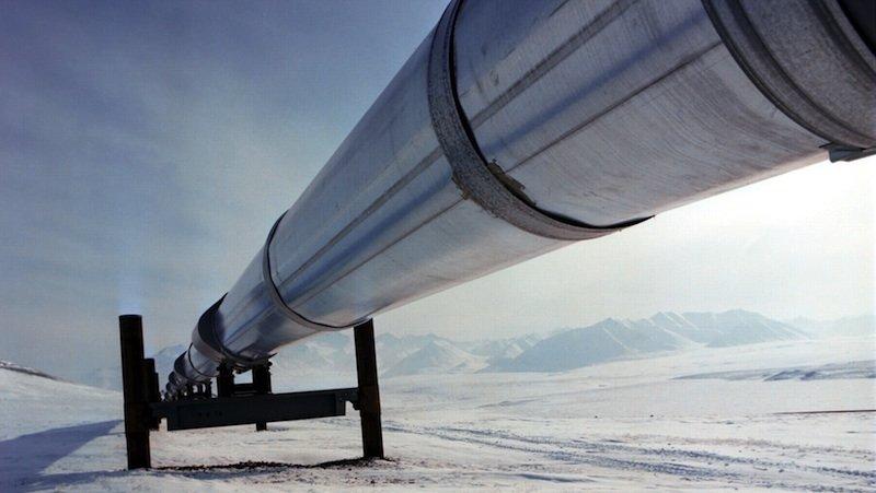 Eine Gaspipeline von BP führt durch eine Eiswüste in Alaska. Flugdrohnen nehmen Menschen in Zukunft die Wartung bei minus 27 Grad Celsius ab.