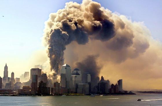 Es waren schockierende Bilder vom 11. September wie diese, welche Eugene Verstegen und Joris Veeger zur Erfindung des Evacuators veranlassten. Mit der Seilwinde können sich Menschen im Notfall entlang der Gebäudefassade zum Boden herablassen.