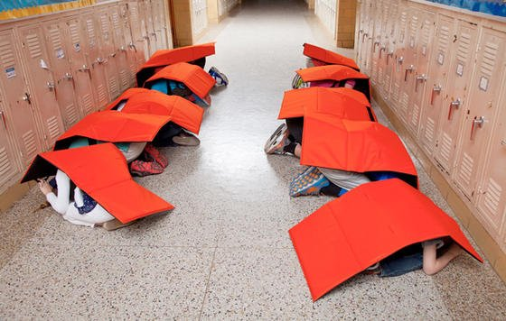 """Schützt vor Kugeln und fliegenden Trümmerteilen: die """"Bodyguard""""-Decke der Firma ProTechT."""