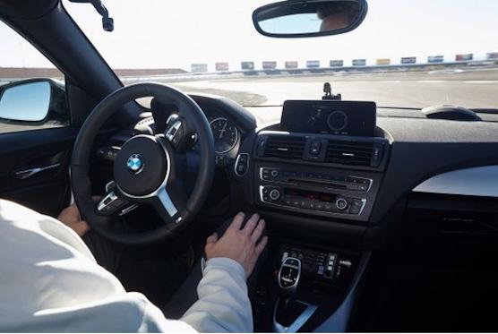 Nicht nur Google experimentiert mit Roboterautos. Auch BMW tüftelt an selbstfahrenden Fahrzeugen.