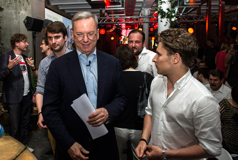 Während der offiziellen Eröffnungsfeier des Start-up-Hauses Factory war auch Googles Verwaltungsratschef Eric Schmidt vor Ort. Der Konzern hat den Gründercampus mit einer Millionen Euro unterstützt.