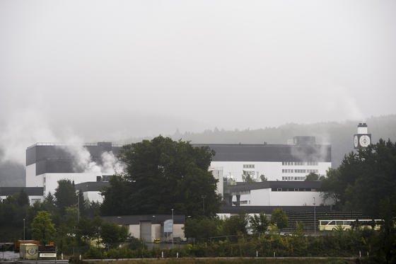 Die Produktionsgebäude der Warsteiner-Brauerei im Sauerland: Ein Jahr nach dem Legionellenskandal mit zwei Todesfällen fordert der VDI eine Registrierungspflicht für Rückkühlanlagen.