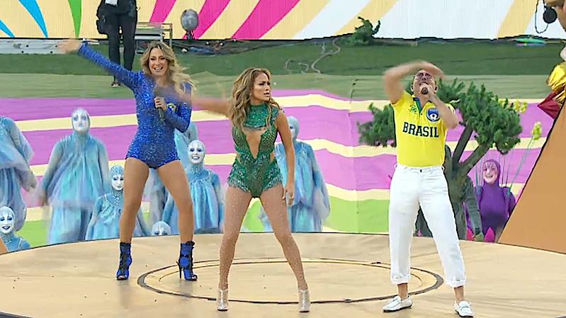 Anders als Juliano Pintos stand Weltstar Jennifer Lopez im Rampenlicht mitten auf dem Platz. Sie sang gemeinsam mit ihrerbrasilianische Kollegin Claudia Leitte.