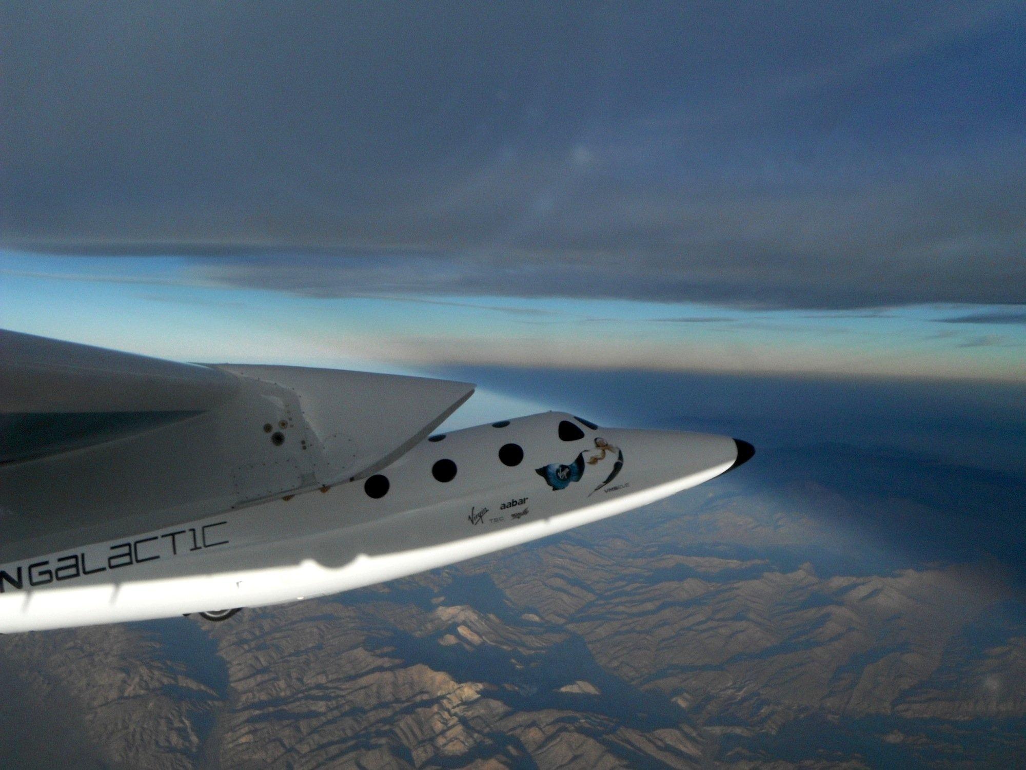 WhiteKnightTwo von Virgin Galacticauf Testflug: Das Trägerflugzeug bringt das SpaceShipTwo bis in 16 Kilometern Höhe.