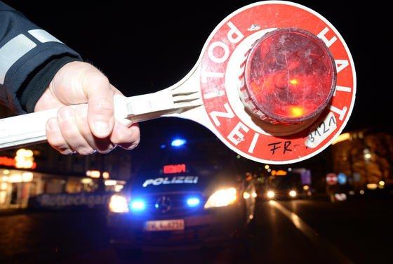 Alkoholkontrolle der Polizei: Heuschnupfen kann das Fahrverhalten ähnlich stark beeinträchtigen wie 0,5 Promille Alkohol im Blut, so eine aktuelle Studie als Maastricht.