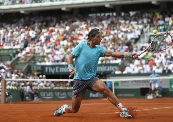 Return des spanischen Tennisspielers Rafael Nadal im Finale der French Open am 8. Juni 2014 gegenNovak Djokovic: In diesem Jahr durfte Nadal noch nicht mit einem Schläger spielen, der Treffpunkt und Kraft jedes Schlages aufzeichnet.