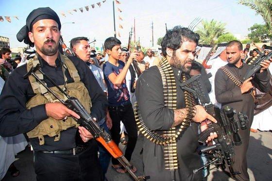 Während Siemens seine Ingenieure nach Bagdad ausgeflogen hat, stürmen dort Freiwillige in die Rekrutierungsbüros der Armee, um gegen die Isis-Terroristen zu kämpfen.