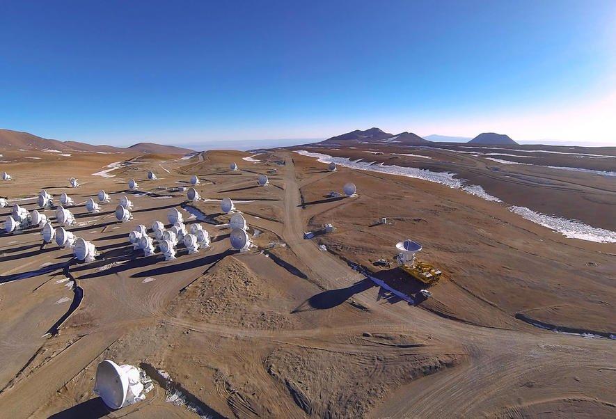 Riesen-Teleskop Alma in Chiles Wüste ist fertig