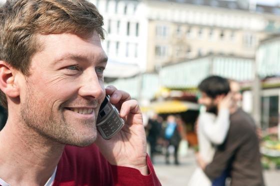Handy-Nutzung im Urlaub: Roaming-Gebühren soll es ab Ende 2015 gar nicht mehr geben.
