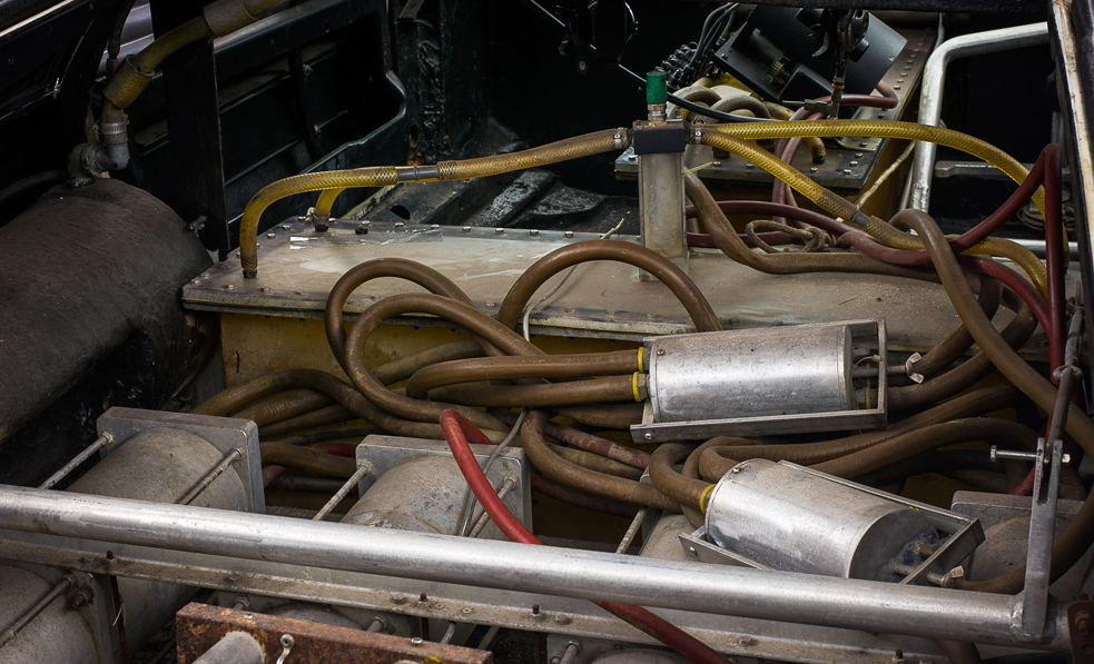 Blick ins Innere des tauchenden Lotus Esprit. Die Filmemacher haben ihn so modifiziert, dass er zwar tauchen, aber nicht mehr fahren kann.