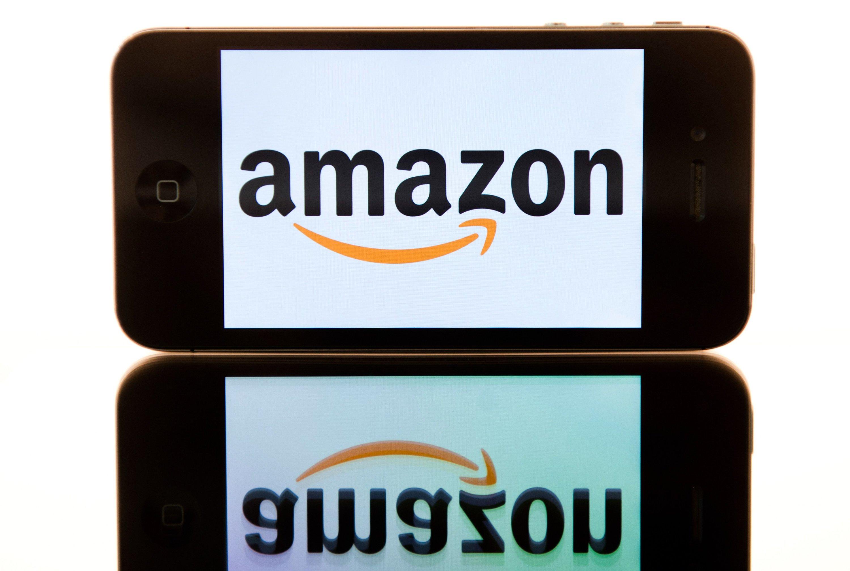 Das Logo des Internethändlers Amazon ist auf einem i-Phone zu sehen, aufgenommen im August 2012. Jetzt bringt Amazon selbst ein Smartphone auf den Markt.