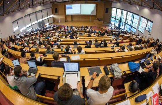 Studenten in Deutschland: LautHolger Burckhart,Vizepräsident der Hochschulrektorenkonferenz (HRK), hat Bologna das Hauptziel nicht erreicht, nämlich den einfachen Wechsel innerhalb Europas.