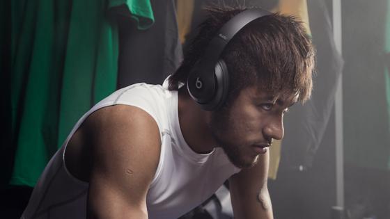 Der brasilianische Superstar Neymar und auch alle anderen Spieler dürfen dieBeats-Kopfhörer bei der WM nicht tragen.