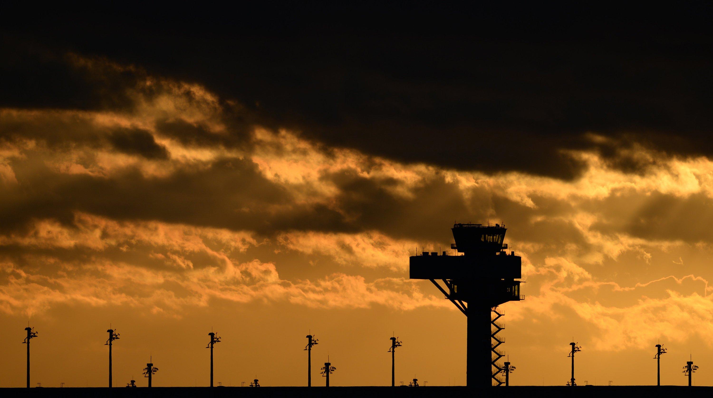 Die fehlerhafte Entrauchungsanlage hat immer wieder zur Verzögerung der Flughafeneröffnung geführt. Jeder Monat Verzögerung kostet rund 15 Millionen Euro.