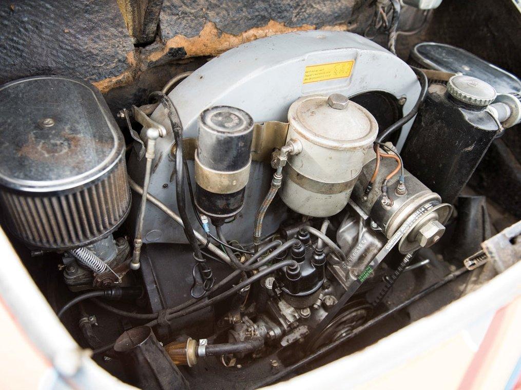 """""""Sie fuhr einen ziemlich heißen Reifen und soll so manche Kurve nur auf zwei Rädern genommen haben"""", sagt Laura Joplin heute über ihre berühmte Schwester. Erstaunlich: Denn der Vier-Zylinder-Motor des Joplin-Porsche brachte gerade auf 95 PS."""