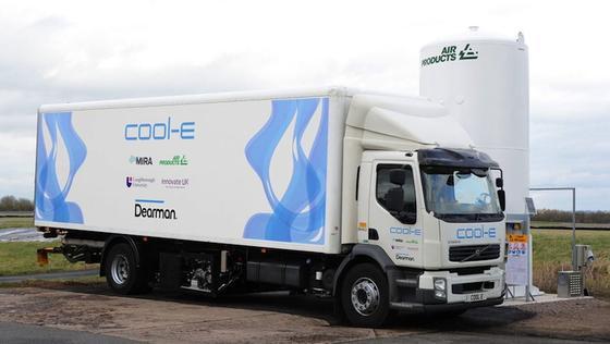 Das britische Unternehmen Dearman hat ein Kühlsystem für Lkw entwickelt, das mit Stickstoff funktioniert und damit erhebliche Diesel-Abgase vermeidet.Derzeit läuft ein Test mit einem Volvo-Kühllaster.