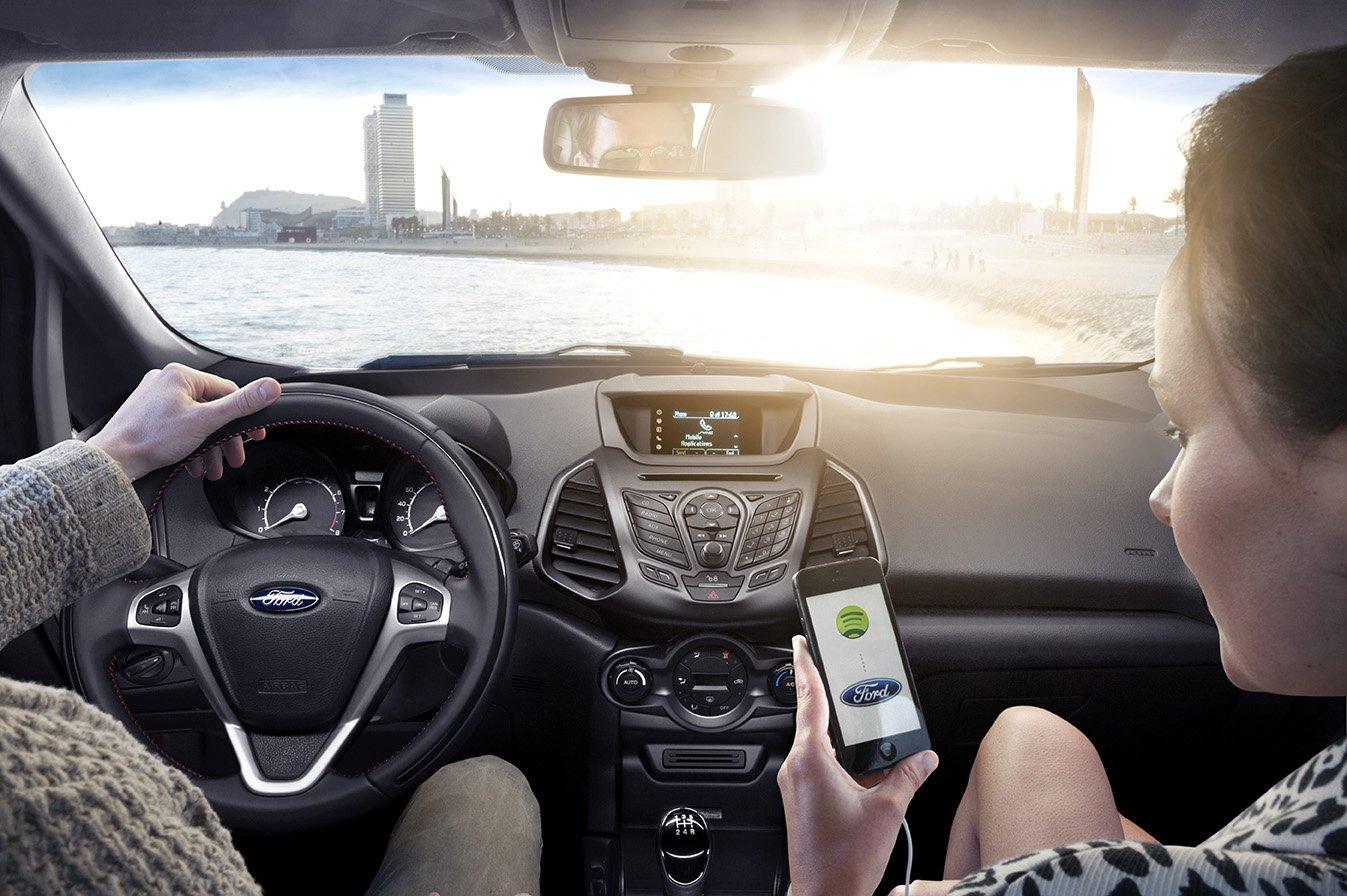 Die wachsende Vernetzung von Automobil und Internet wirft die Frage auf, wem die entstehenden Daten gehören.