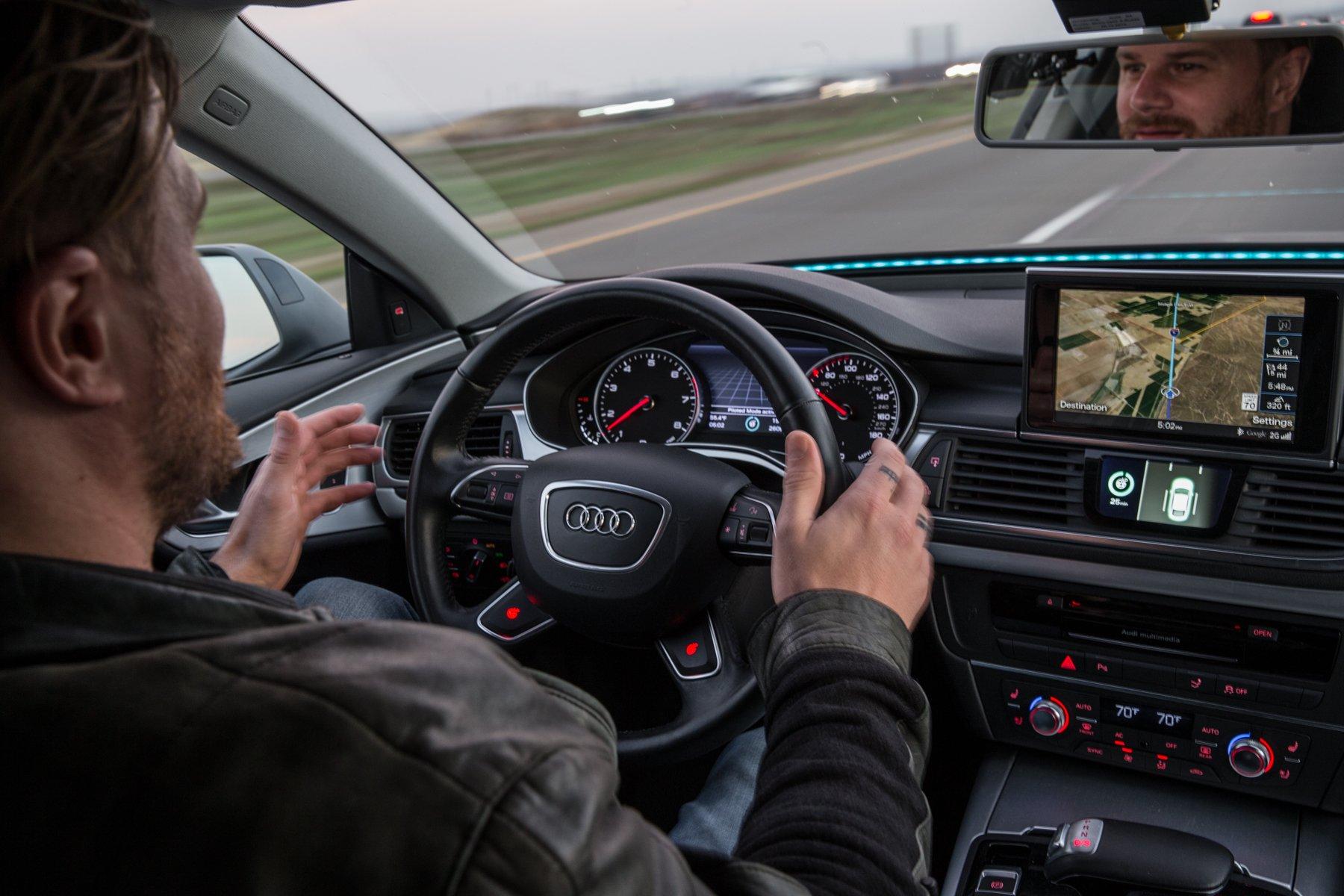 Pilotierte Fahrt Anfang 2015 im Audi A7 vom Silicon Valley über 550 Meilen zur Elektronikmesse CES in Las Vegas: Die rasant wachsende Menge von Fahrzeugdaten wirft eine Vielzahl von rechtlichen Fragen auf. Vor allem sind diese Daten begehrt.