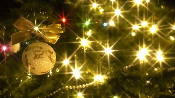 Leuchtet der Weihnachtsbaum tatsächlich so hell wie gewünscht? Viele Leuchtenhersteller tricksen angeblich bei den Angaben.