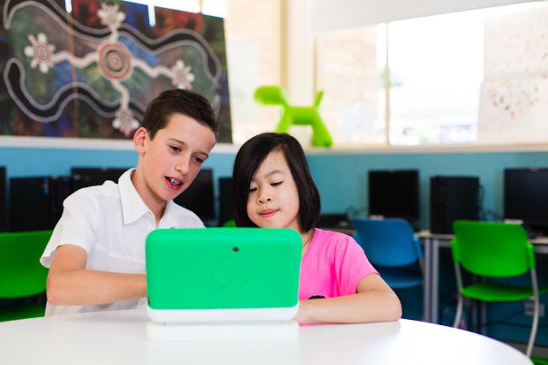Vor allem der Bildung und dem gemeinsamen Lernen soll der kleine Computer auf die Sprünge helfen. Wegen des Preises von 300 $ hoffen die Initiatoren, dass auch Kinder in armen Länder mit dem Gerät ausgerüstet werden können.