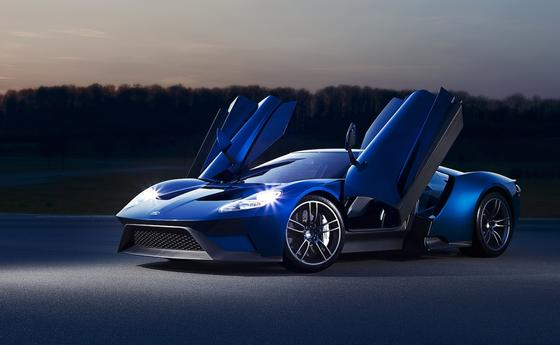 2016 kommt der Ford GT auf den Markt: Front- und Heckscheibe des Supersportwagens bestehen aus robusten Gorilla-Glas.