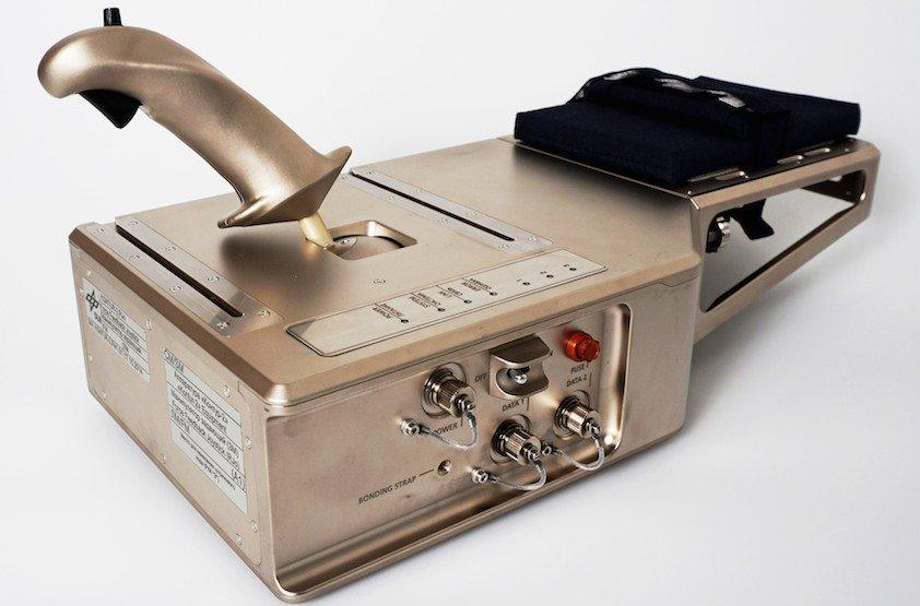Der Kontur-2 Joystick ist seit Juli 2015 an Bord der ISS und wurde vom DLR-Institut für Robotik und Mechantronik entwickelt. er erlaubt telepräsente Steuerung mit Kraftrückkoppelung.