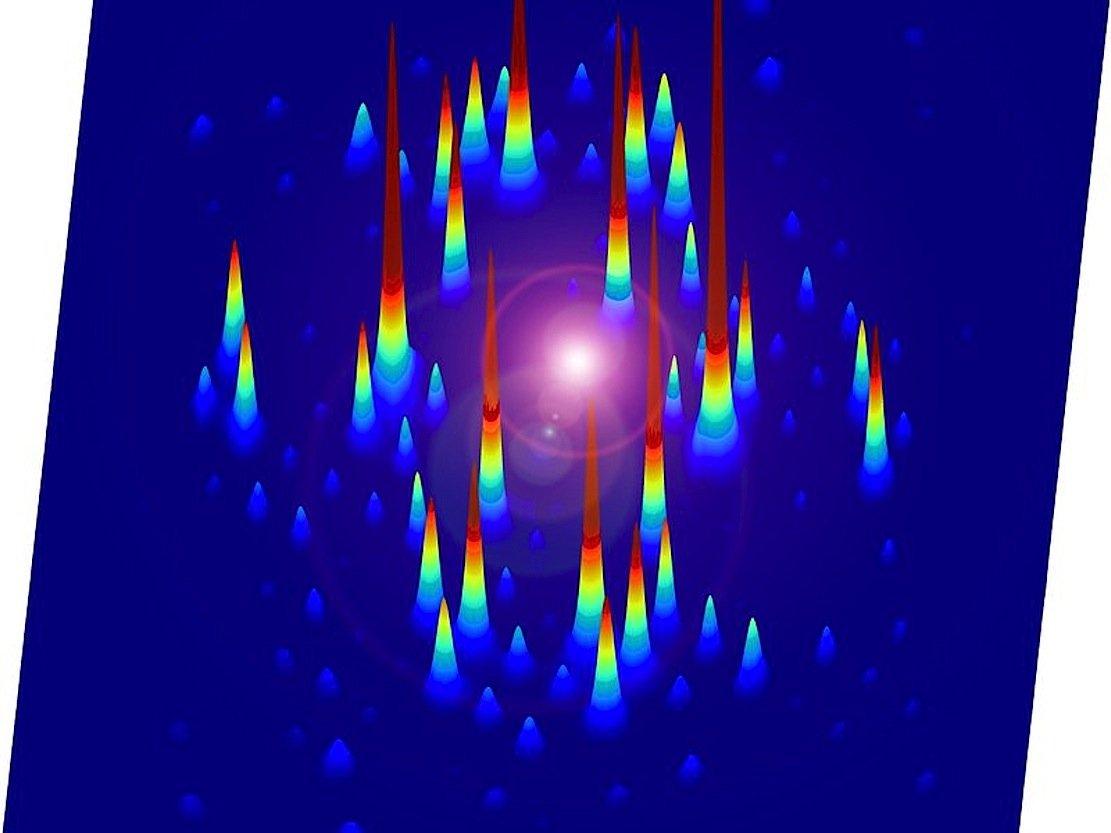 Standbild eines Kristalls in Bewegung: Dazu haben die Forscher eine Probe des organischen Salzes EDO-TTF mit Elektronen beschossen. Eine Vielzahl dieser Bilder werden dann zu einem Film zusammengesetzt.