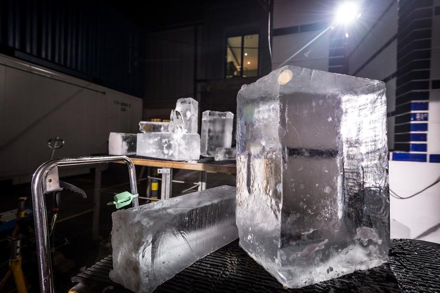 Dieser Lexus fährt auf Rädern aus Eis