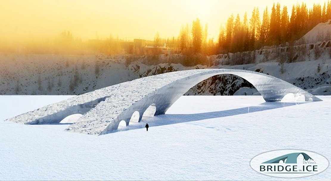 Um die Brücke zu bauen, wird Wasser auf einen Ballon gespritzt, um dort zu gefrieren. So wird Schicht um Schicht aufgebaut. Rund um die Uhr müssen die Geräte im Einsatz bleiben, um nicht einzufrieren. Damit das Eis stabil wird, enthält es Papierschnipsel.