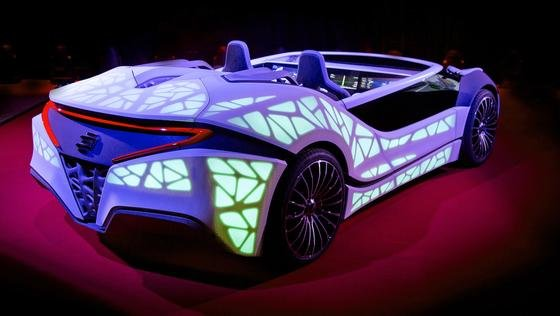 Auf der CES 2016 zeigt Bosch in einem Showcar eine neue Art der Kommunikation zwischen Mensch und Technik. Armaturenbrett und Mittelkonsole sind in einem rein elektronischen Display vereint. Dessen Inhalte passen sich an die aktuelle Umgebung des Fahrzeugs an.