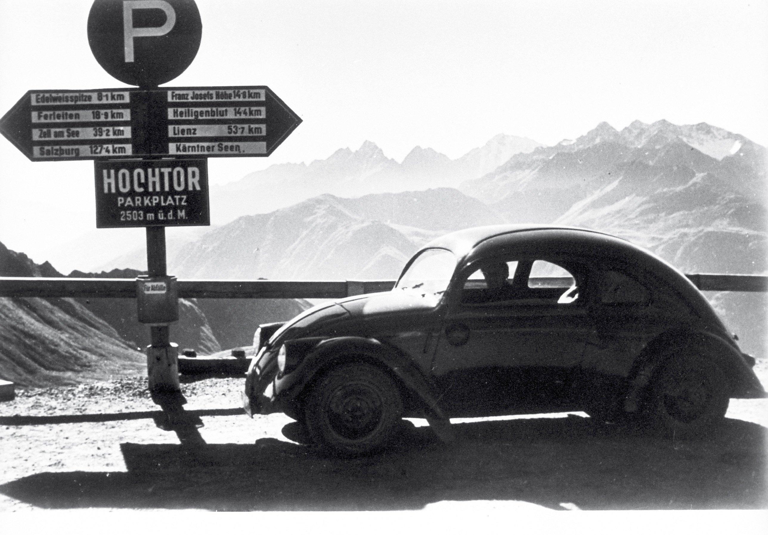 Mit dem Käfer wagten die Deutschen in den 1950-er Jahren die Fahrt über die Alpen, um Italien als Urlaubsland zu entdecken.