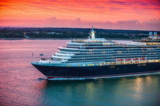Das Keuzfahrtschiff Queen Victoria wird derzeit im Trockendock der Werft Blohm+Voss in Hamburg technisch auf den neuestens Stand gebracht.