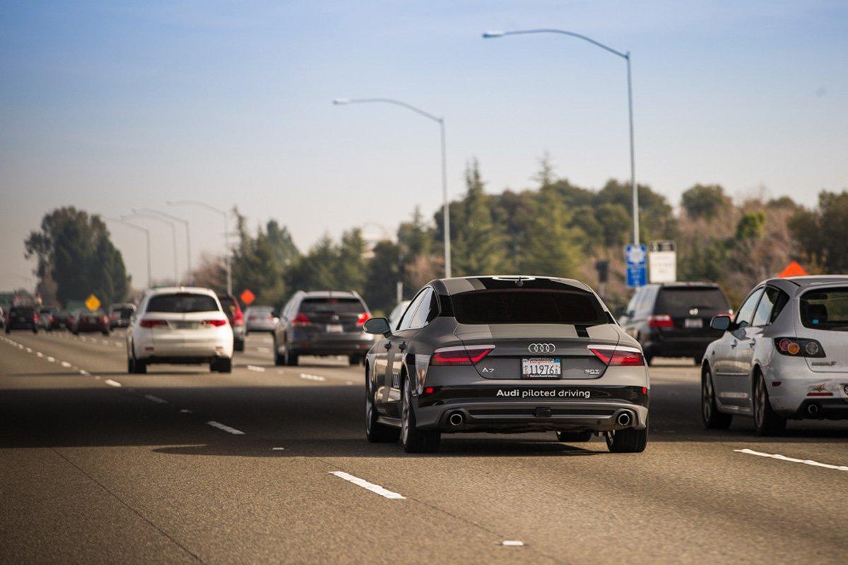 Der autonom fahrende Audi A7 unterwegs auf derInterstate 5 vom Silicon Valley zur CES in Las Vegas.