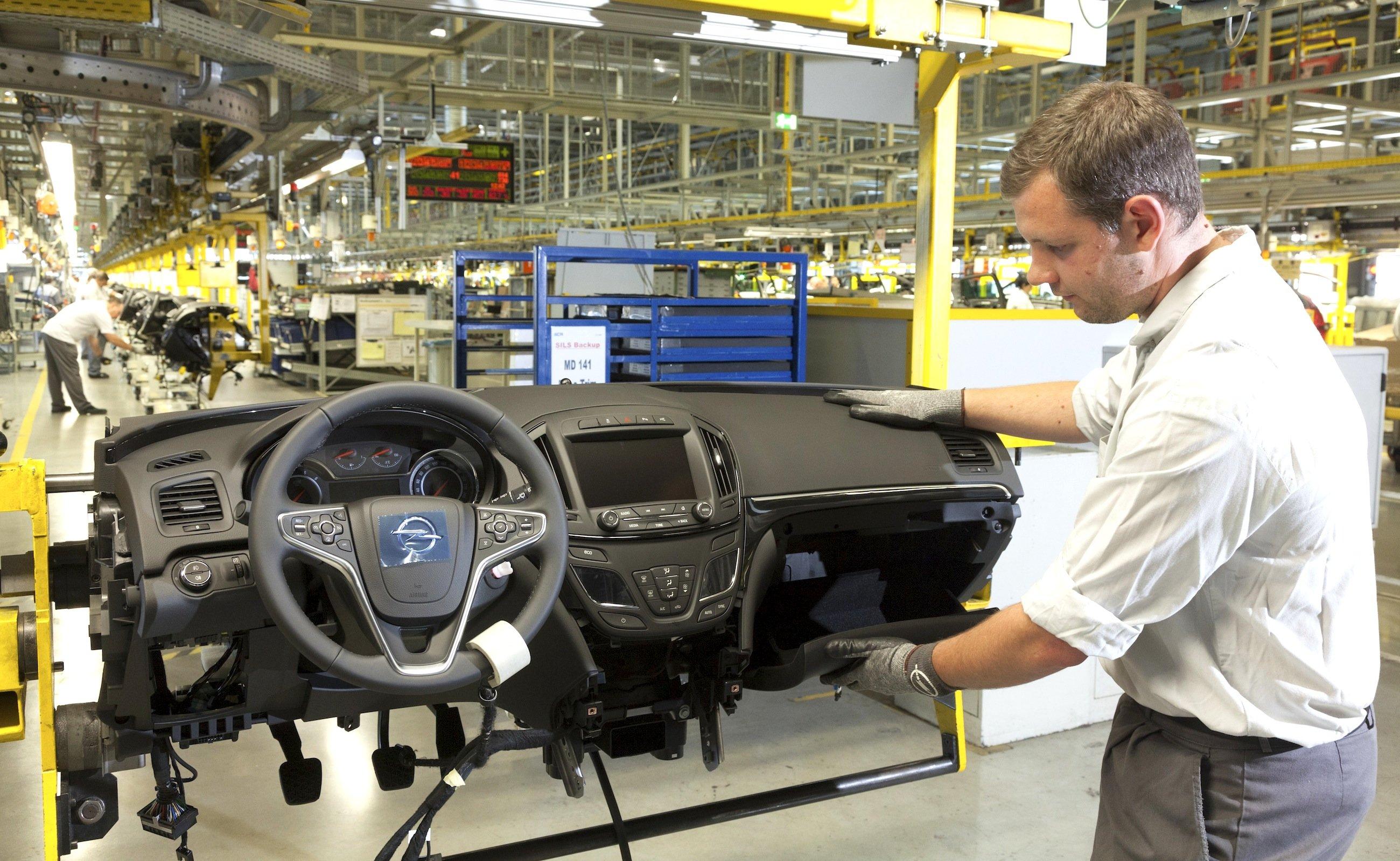 Produktion des Opel Insignia im Werk Rüsselsheim: In Deutschland wurden im vergangenen Jahr 3,04 Millionen Neuwagen zugelassen.