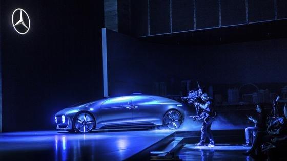 Setzte gleich zu Beginn einen Höhepunkt: Daimler-Chef Dieter Zetsche präsentierte zur Eröffnung der Elektronikmesse CES das Auto Auto der Zukunft.