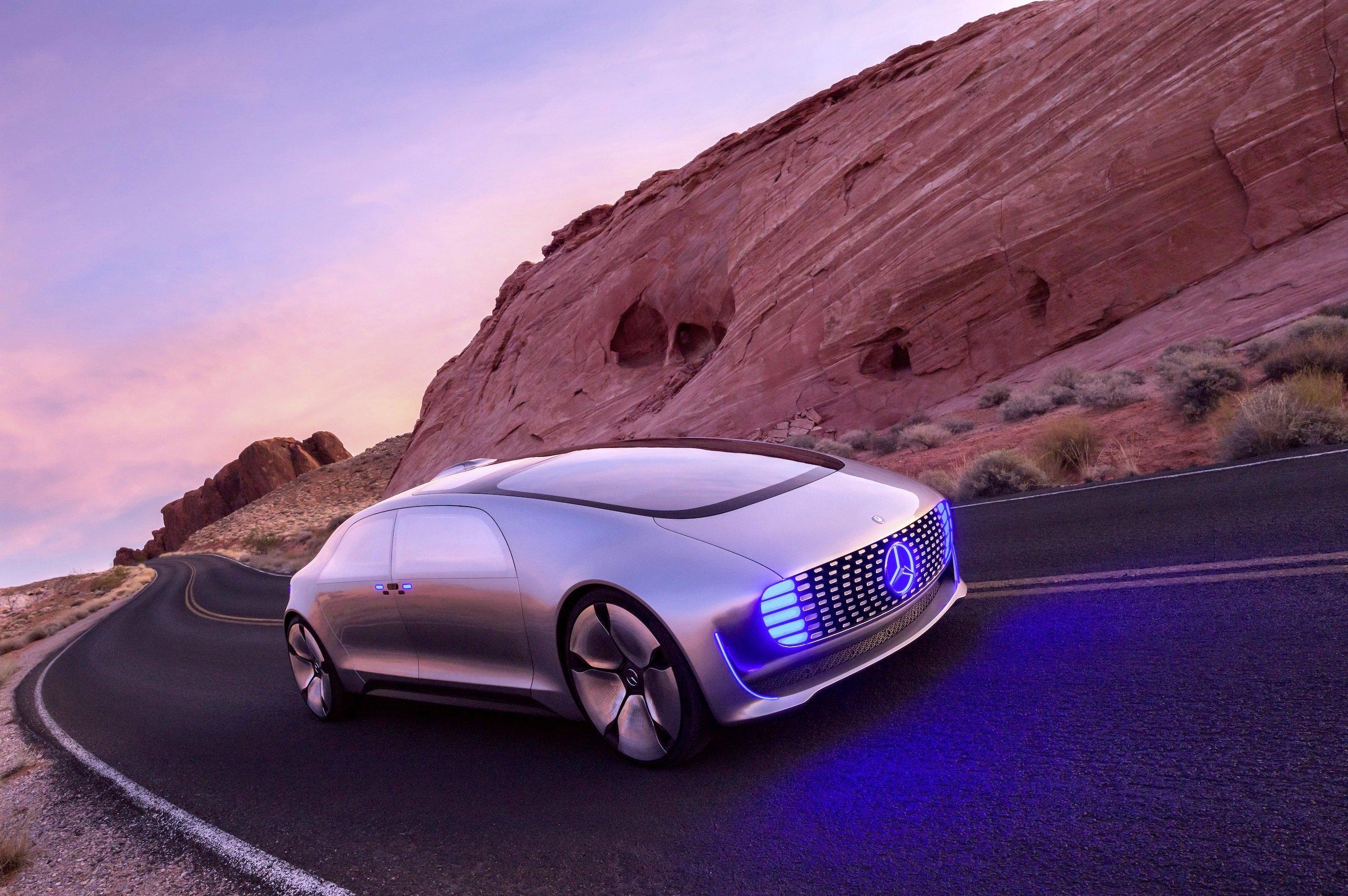 Das Brennstoffzellenauto F 015 ist vor der Präsentation auf der CES durch die Wüste nach Las Vegas gefahren.