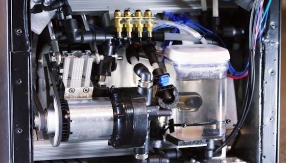 Das Innenleben des Weinkühlers: Für Kälte sorgteine magnetokalorische Wärmepumpe.Sie ersetzt den sonst üblichen Kompressor, der einen sehr viel höheren Energiebedarf hat.