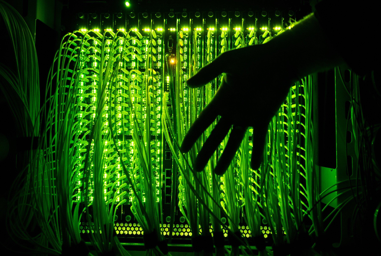 DDOS-Angriff: Mit einer Unmenge Anfragen wurden gestern die Server im Kanzleramt so lange bombardiert, bis sie völlig überlastet waren und den Dienst einstellten.